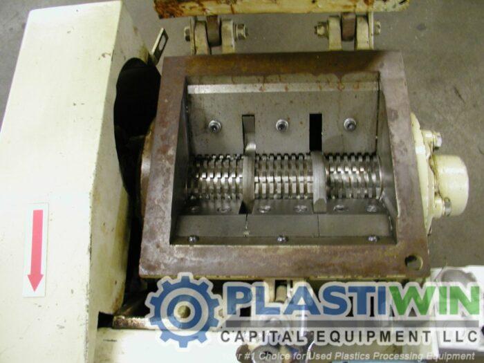 Used 1 HP Nissui FNSK-04E Grinder 4 Used 1 HP Nissui FNSK-04E Grinder
