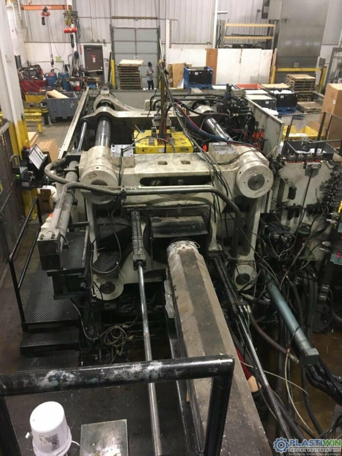 Used 1100 Ton Cincinnati Milacron MM1100-413 Injection Molding Machine 7 used 1100 ton cincinnati