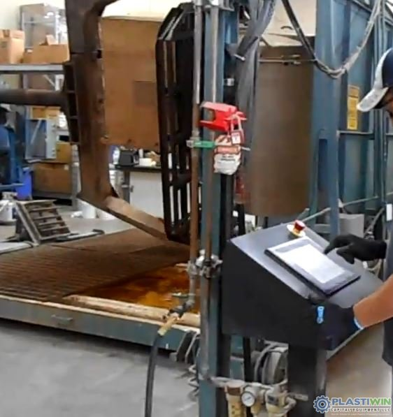 REI 2 Arm Swing Shuttle Rotational Molding Machine (11)