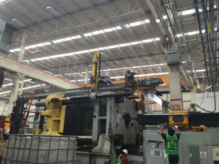 used 2450 ton husky injection molding equipment for sale