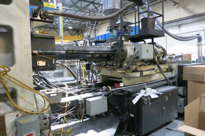 2200 Ton Cincinnati ML2200-413 Injection Molding Machine 4 2200 Ton Cincinnati