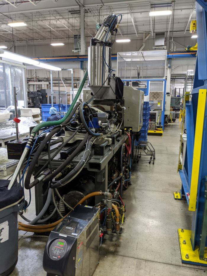 Used 110 Ton Cincinnati VT110-5 Injection Molding Machine 2 Used 110 Ton Cincinnati VT110-5