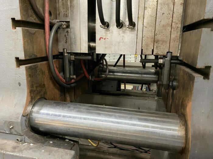 Used 400 Ton Toyo TM400H Injection Molding Machine 3 Used 400 Ton Toyo TM400H