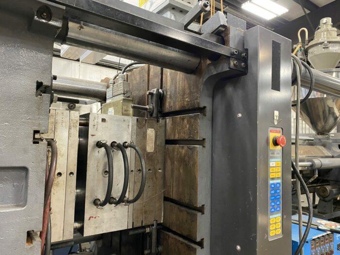 Used 400 Ton Toyo TM400H Injection Molding Machine 2 Used 400 Ton Toyo TM400H