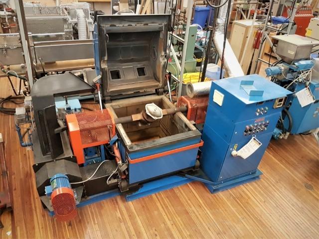used fsp m-20 clam shell rotational molding machine