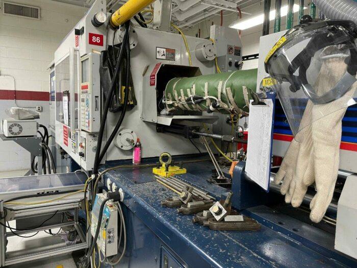 used 300 ton van dorn 300ht1220 injection molding machine