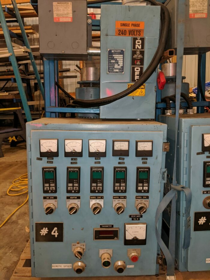 90 ton toshiba injection molding machine