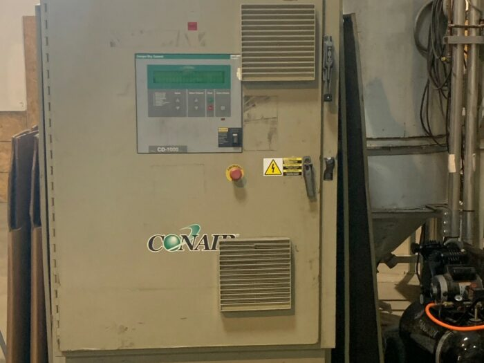 used conair model cd-1000 desiccant dryer with hoppers