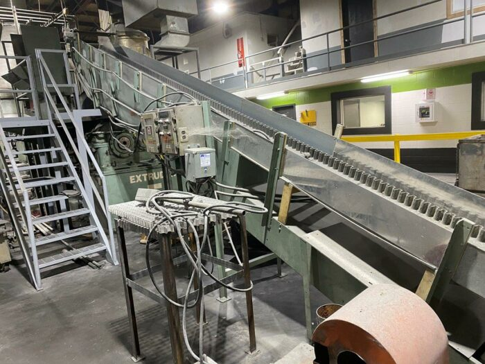used 25' cleated conveyor with eriez metal detection system