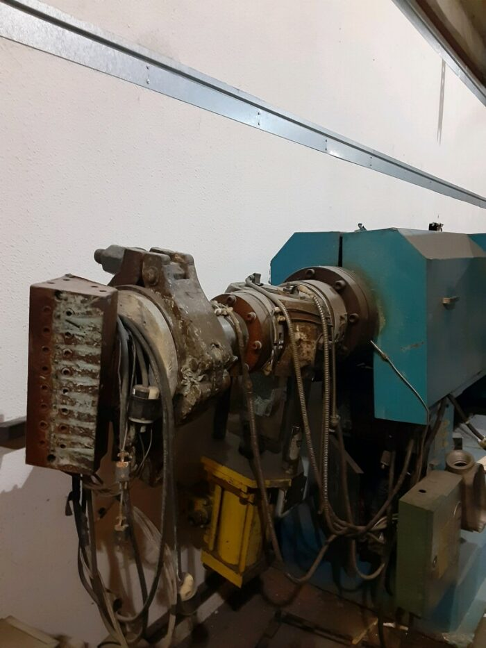 """used 4.5"""" 250 hp sterling 30:1 l/d single screw extruder"""