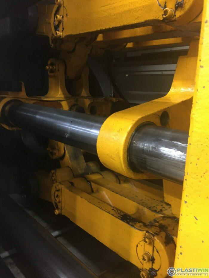200 Ton Toyo 200H Injection Molding Machine 4 200 Ton Toyo 200H Injection Molding Machine