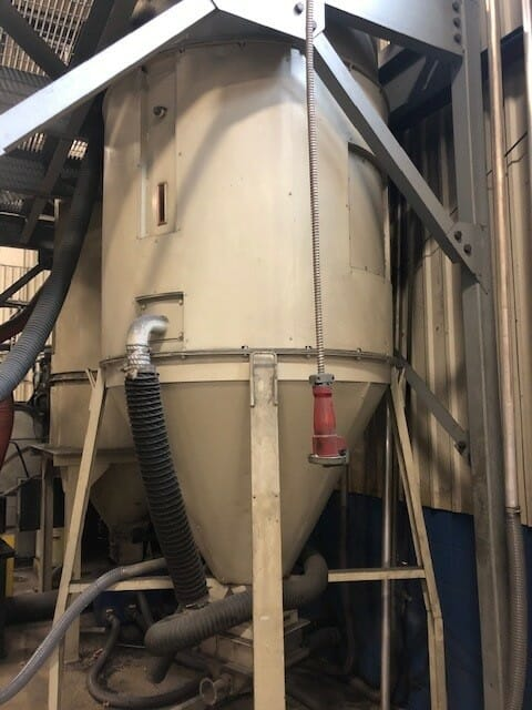 used 3,000 lb. una-dyn usc3000 material hoppers