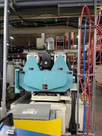 used 500 ton niigata md500siii injection molding machine