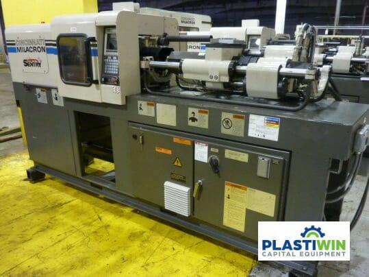 Used 33 Ton Cincinnati VS 33 Injection Molding Machine