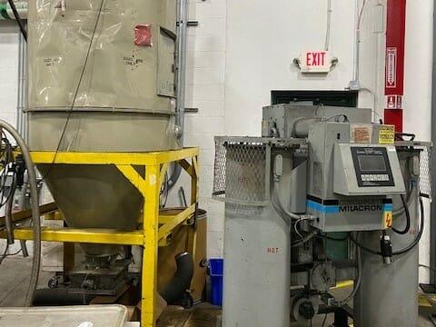 Used 500 lb/hr Cincinnati Milacron ODD-500 Dryer with 3,325 lb. Hopper and Loader