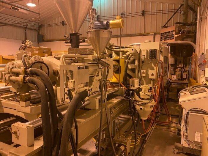 Used 400 Ton Cincinnati MH400 Injection Molding Machine 1 Used 400 Ton Cincinnati MH400